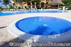Small round pool and larger kid's pool at Ocean Coral & Turquesa.jpg